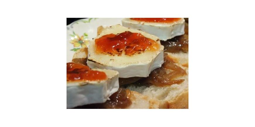 Tostas de mermelada de pimiento  con queso de cabra