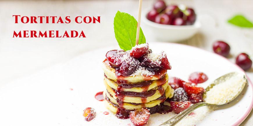Pancakes con mermelada de cereza