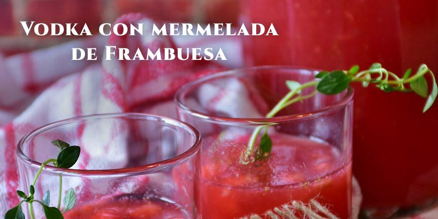 Vodka con mermelada de frambuesa