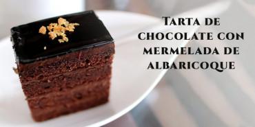 Tarta de chocolate con mermelada de albaricoque
